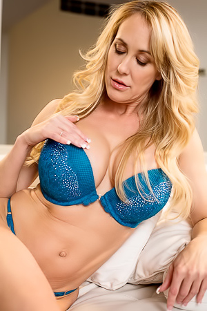 Breasted Milf Brandi Love Masturbating Her Pussy